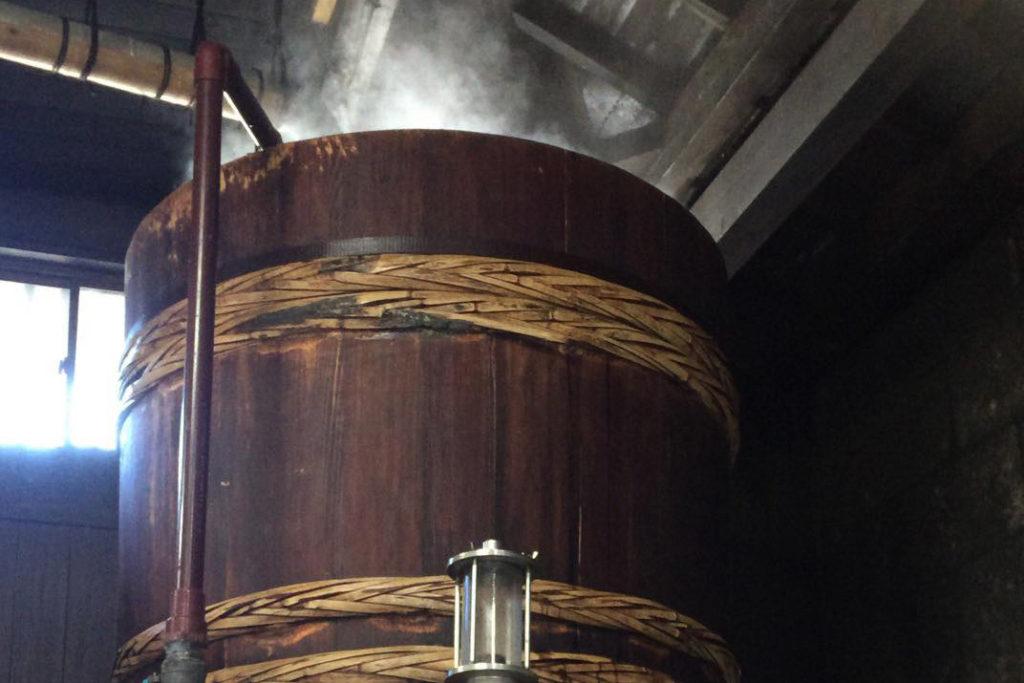 昔ながらの木樽蒸留
